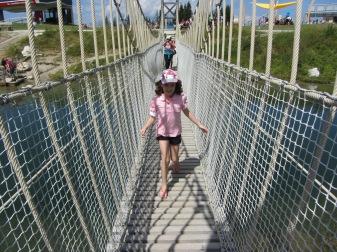 גשר על פני המים