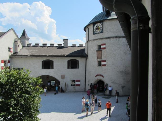 כניסה לסיור בחדרי המצודה