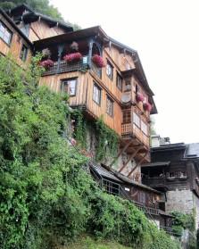 בתים עתיקים על מדרונות תלולים