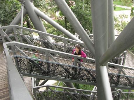 אפשר לטפס ב-201 מדרגות!