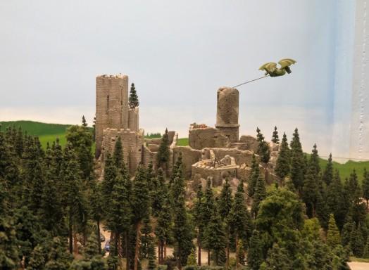 דרקון מעופף מעל טירת דרקולה