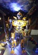 רובוטריק ענק מחלקי מכוניות