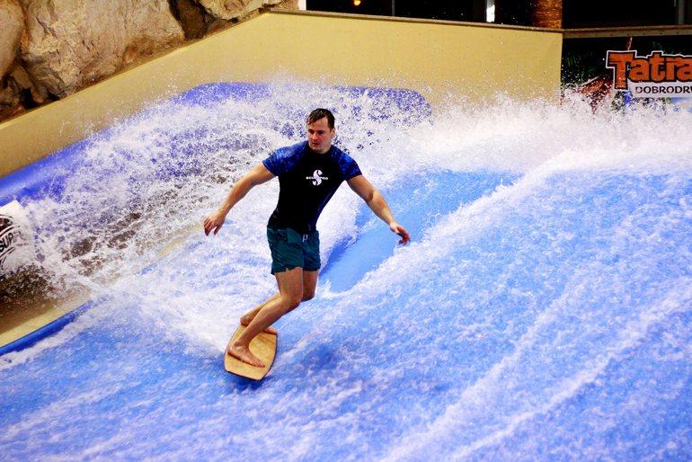 Tatralandia_wavesurfing