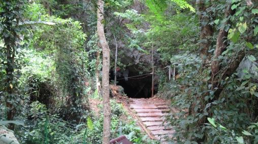 המערה בה נלכדו הנערים בתאילנד - Tham Luang Nang Non