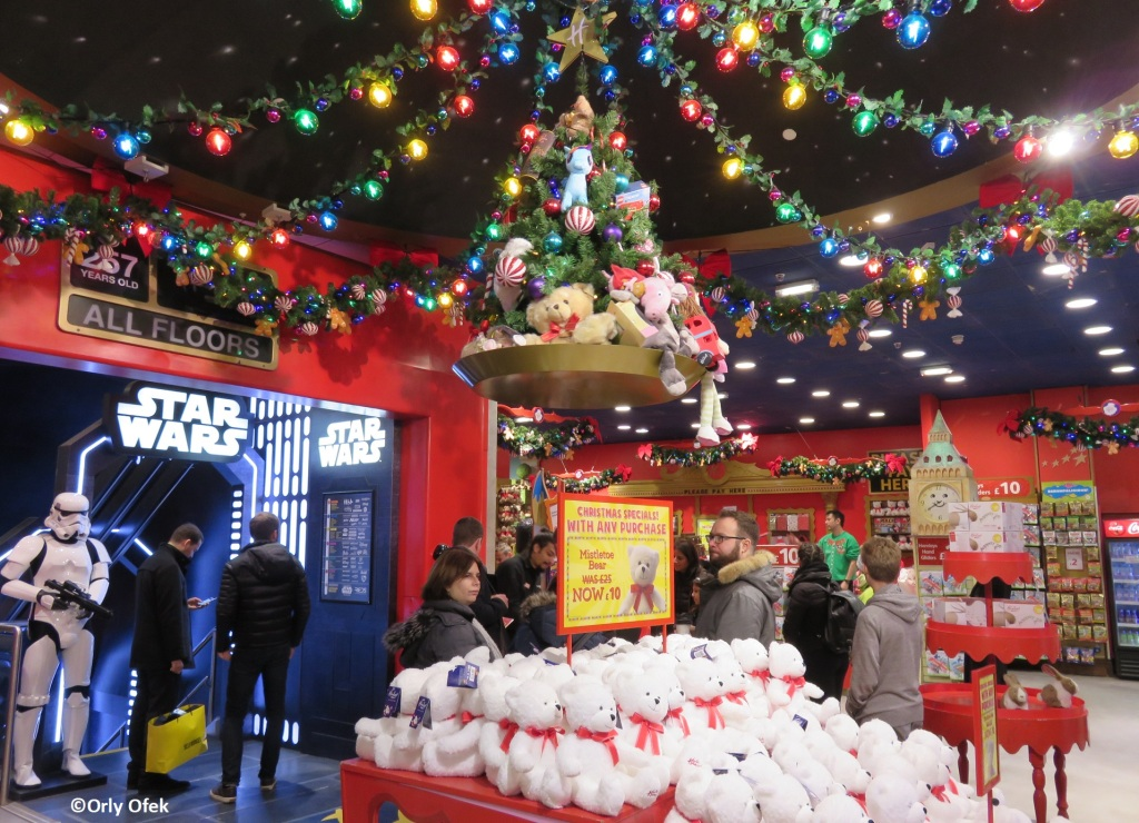 London-Christmas-Hamleys-OrlyOfek36