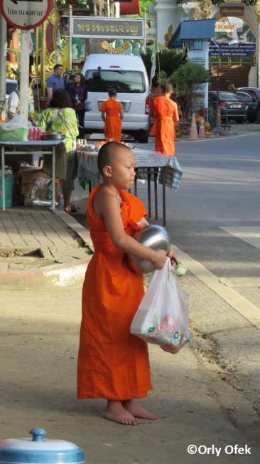 chiang-mai-monks-orly-ofek-06
