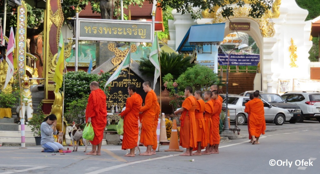 chiang-mai-monks-orly-ofek-07