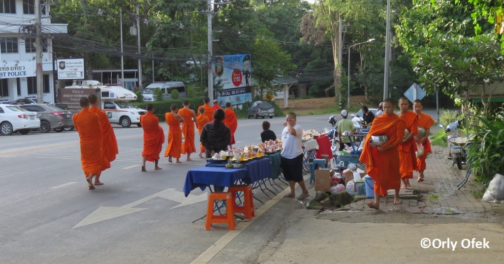 chiang-mai-monks-orly-ofek-08