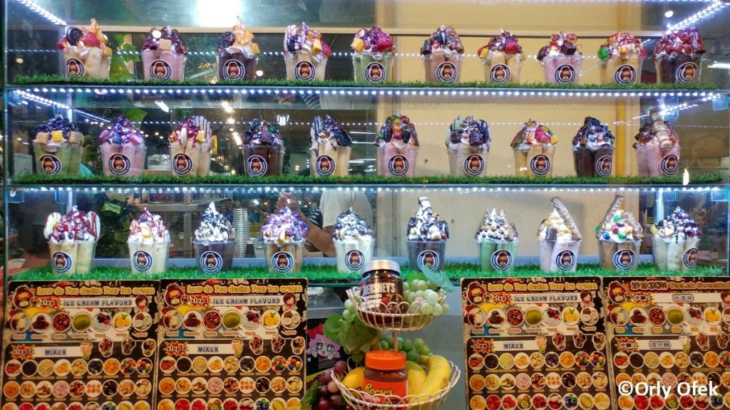 chiang-mai-night-bazaar-orly-ofek-48