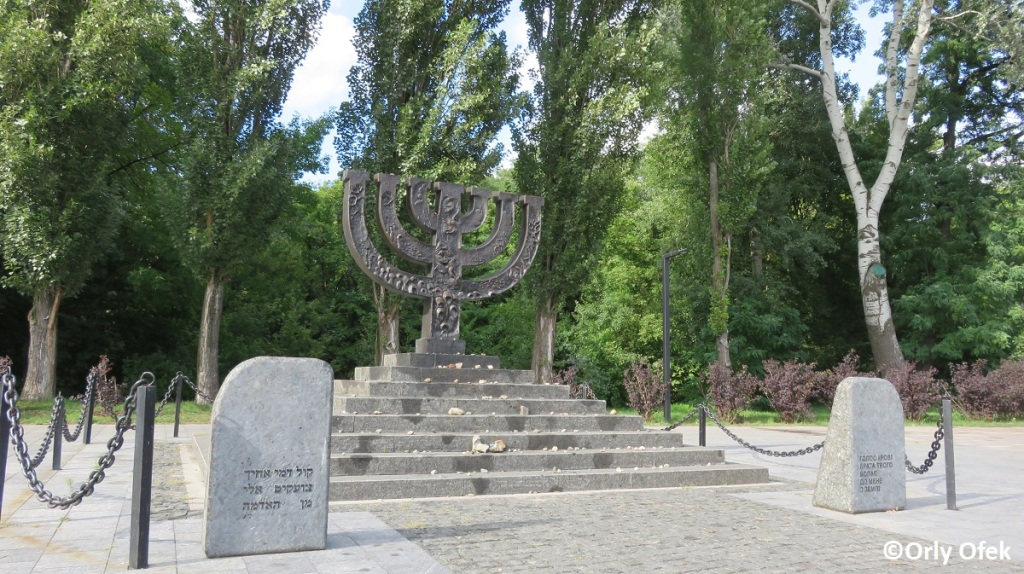 Orly-Ofek-Babi-Yar-Kiev-117