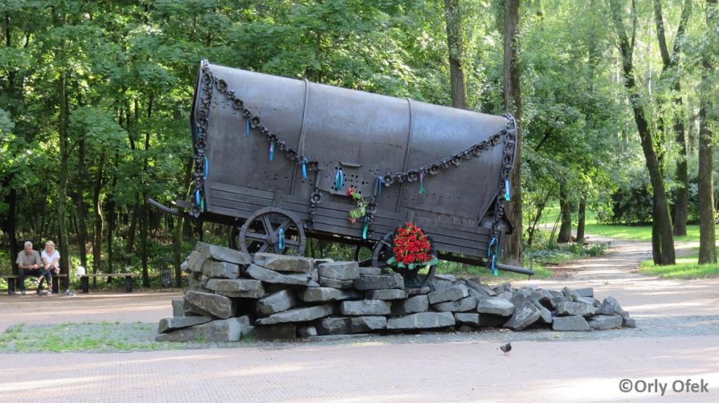 Orly-Ofek-Babi-Yar-Kiev-118