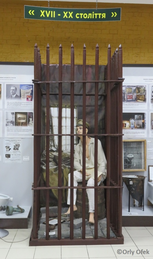 Orly-Ofek-Toilette-history-museum-Kiev-94